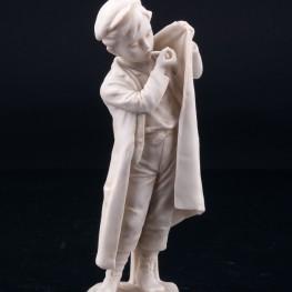 Статуэтка из фарфора Мальчик, прикуривающий на ветру, Unger, Schneider & Cie, Германия, пер. пол. 20 в.