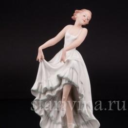 Фарфоровая статуэтка Танцующая девушка, Pirkenhammer Чехословакия, 1918-1938 гг.